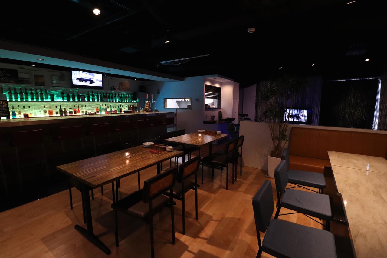 Dining Bar B&W